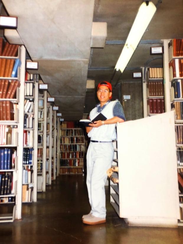 """이찬 교수는 2000년 초 미국 오하이오 주립대에서 대학원 생활을  """"나 자신을 제대로 컨트롤 하기 위해 맥주 한캔도 마시지 않을 만큼 치열하게 공부와 싸웠던 순간들이었다""""고 회상했다."""