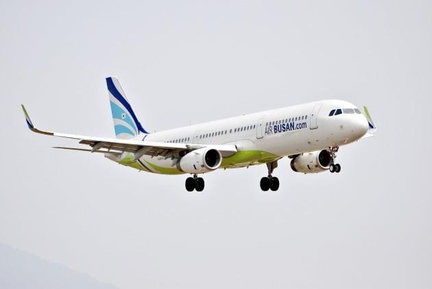 저비용항공사(LCC) 에어부산은 오는 24일 항공권 운임이 5만원도 채 안되는 '초특가 무착륙 국제관광비행' 행사를 준비했다고 18일 밝혔다. 사진=에어부산 제공