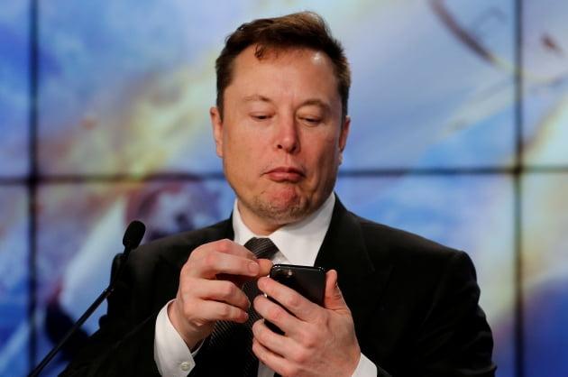 """허버트 디스 폭스바겐 CEO """"애플카 두렵지 않아…자동차 산업 한순간에 정복할 수 없어"""""""