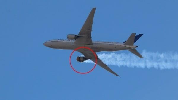 미국 유나이티드 항공 여객기가 지난 20일(현지시간) 콜로라도주 덴버국제공항을 출발해 호놀룰루로 향하던 도중 이륙 직후 오른쪽 엔진이 고장나 덴버 공항으로 돌아왔다. 영상은 불타고 있는 엔진의 모습. /사진=트위터