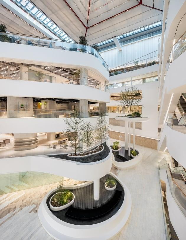 현대백화점은 오는 26일 서울 여의도에 서울 지역 최대 규모 백화점인 신규 점포 '더현대 서울'을 공식 개장한다. 사진=현대백화점 제공