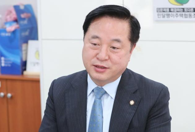 """김두관, 'MB정부 불법사찰' 몰랐다는 박형준에 """"소가 웃을 일"""" 공세"""