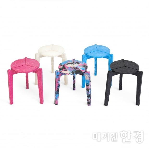 마스크로 제작된 의자, Stack and Stack. (사진 제공=김하늘 디자이너)