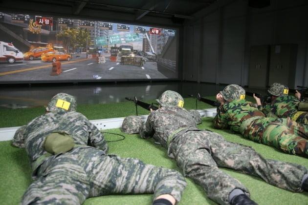 예비군들이 영상모의 상황조치사격을 하는 모습. 기사 내용과 직접적인 연관 없음. [사진=연합뉴스]