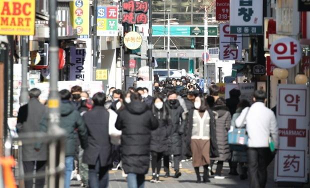 코로나19 재확산에 새 거리두기 3월 시행 늦춰질 듯 [사진=연합뉴스]