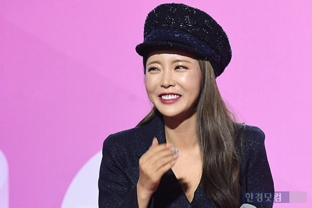 홍진영 SNS 재개 … 논문 표절 2 개월 만에 자급 자족 종료