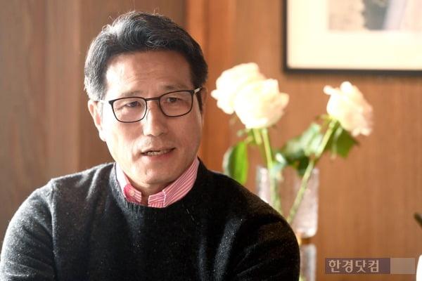 정병국 전 의원이 지난 15일 서울 종로구 이화동 자신의 사랑방에서 <한경닷컴>과 인터뷰를 진행하고 있다. /사진=변성현 한경닷컴 기자 byun84@hankyung.com