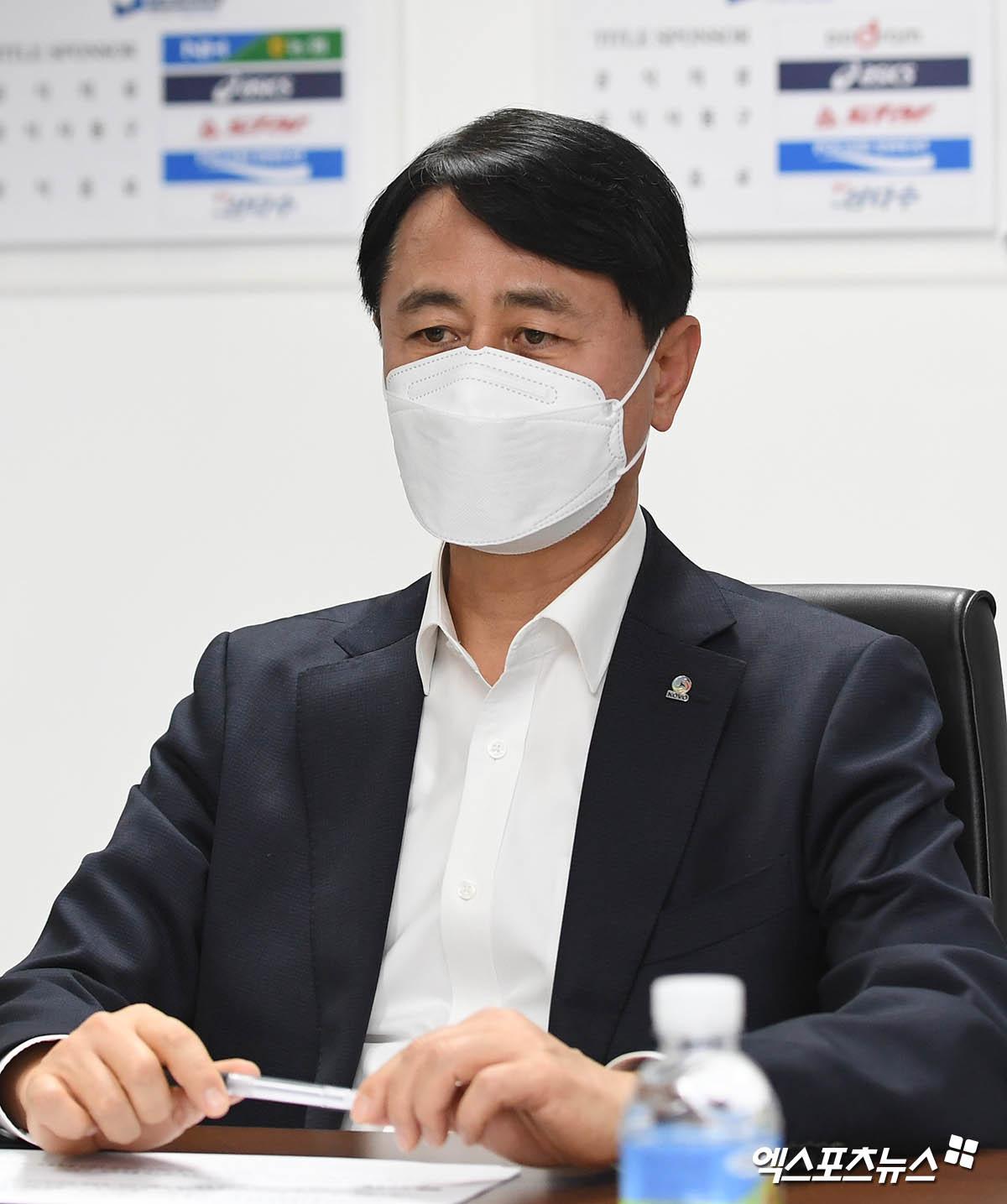 무거운 표정의 신무철 한국배구연맹 사무총장[포토]