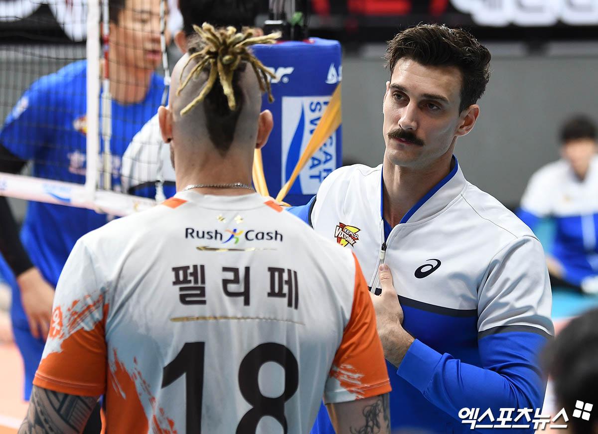 한국전력 '서브몬스터' 카일 러셀, 경기 전 웜업 직캠[엑's 스케치]