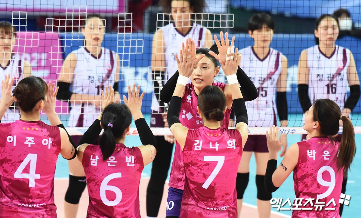 김연경 '선수들과 하이파이브'[포토]