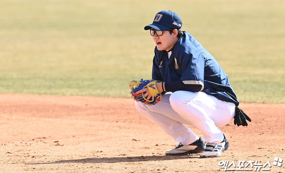 박민우 '덥다 더워'[포토]