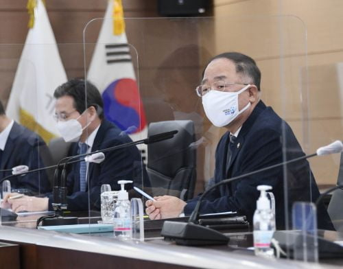"""홍남기 """"1차 추경안 내주 국회 제출…치밀하게 준비"""""""