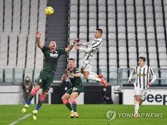 '호날두 멀티골' 유벤투스, 크로토네에 3-0 완승...3위 복귀