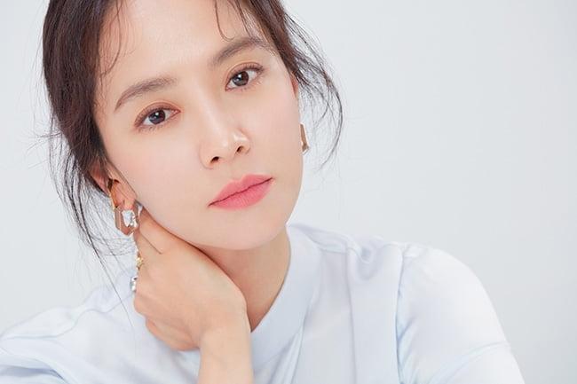 송지효, 색다른 마녀 캐릭터로 드라마 컴백…'마녀식당으로 오세요' 출연 확정