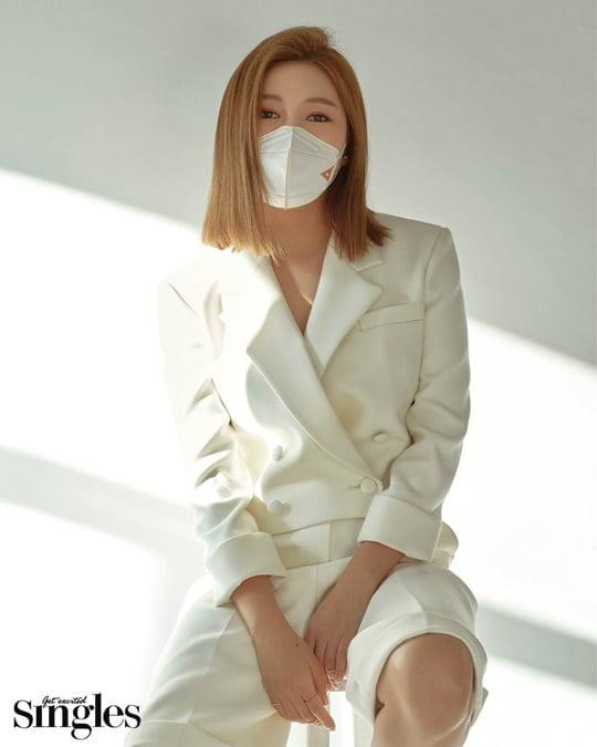 송가인, '시크+섹시' 반전 매력 화보 공개