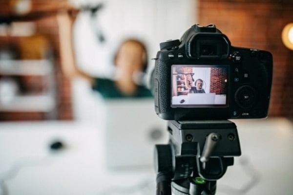 YouTuber 비즈니스에 대한 첫 번째 수익 보고서 … 상위 1 수입은 얼마입니까?