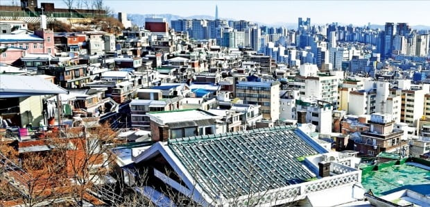 '2·4 부동산 대책'의 핵심인 공공 주도 정비사업의 유력한 후보지로 꼽히는 서울 종로구 창신동의 뉴타운 해제지역.    / 자료=한경DB