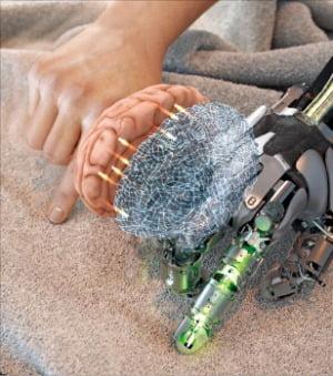 센서로 받아들인 촉감을 인공지능(AI)이 해석하는 '촉각 아바타 기술' 이미지 컷.  /DGIST  제공