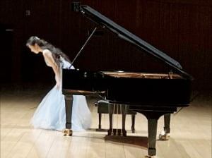 [공연 리뷰] 화려한 기교·차분한 전개…러시아 피아니즘 정수 선보여