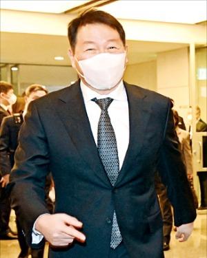 최태원 SK그룹 회장이 23일 대한상의회관에서 열린 서울상의 의원총회에 참석하고 있다.  허문찬 기자 sweat@hankyung.com