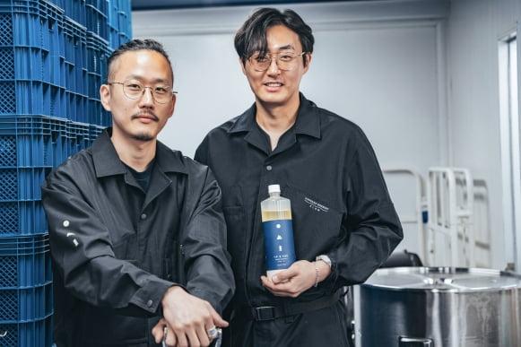 한강주조를 운영 중인 고성용 대표(왼), 이상욱 이사(오)