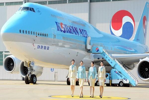 대한항공이 1일 오전 인천 중구 운서동 대한항공 정비고에서 국내 최초로 도입한 차세대 항공기 'B747-8i'를 공개하고 있다. 최첨단 기술을 적용해 연료 효율을 높인 'B747-8i'는 대형 항공기 가운데 가장 빠르다.  /허문찬기자  sweat@  20150901     대한항공은 이번 국내 최초 B747-8i 도입을 시작으로 2017년까지 10대를 도입할 계획이다.
