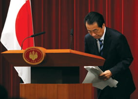 Japan's Prime Minister Naoto Kan bows during a news conference at his official residence in Tokyo August 10, 2010. Kan apologised on Tuesday for suffering under Japan's colonisation of the Korean peninsula, despite criticism from lawmakers that the gesture would lead to renewed calls for wartime compensation.REUTERS/Yuriko Nakao (JAPAN - Tags: POLITICS)/2010-08-10 15:51:52/