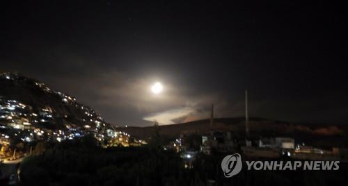 """시리아군 """"이스라엘군이 수도 남부 폭격…공격 대부분 저지"""""""