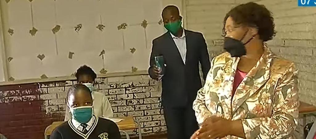 """남아공 교육장관 """"교육받은 남자는 성폭행 안해"""" 발언 논란"""