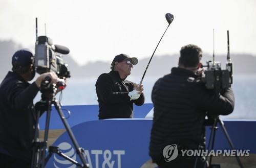 '은퇴 기로' 미컬슨, 골프 방송해설가로 변신 '고려 중'