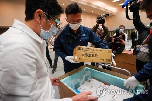 일본 백신 접종 시작…'코로나 수렁' 탈피 기대감 모락모락