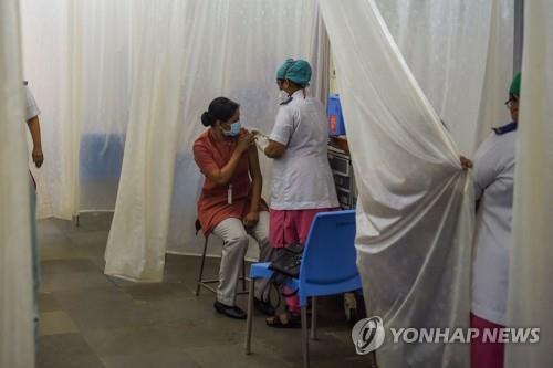 인도서도 남아공·브라질 변이 발견…백신 접종소 대폭 확대