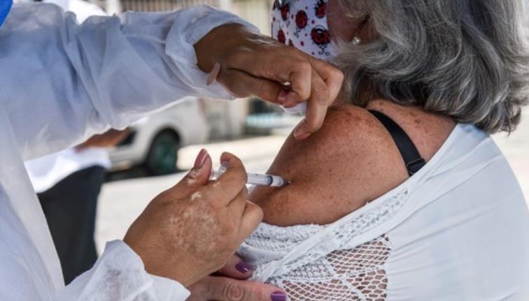 브라질 코로나19 백신 확보 비상…접종 중단 도시 늘어
