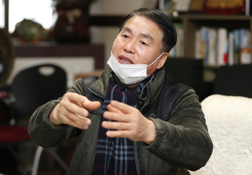 """[#나눔동행] """"노점서 번 돈 10% 기부""""…31년째 봉사하는 정갑영씨"""