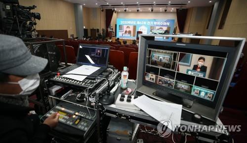 [픽! 강릉] 40여 명만 참석해 온라인으로 열린 대학 졸업식