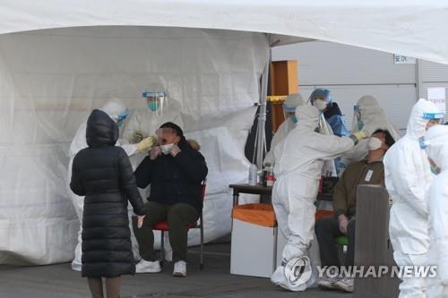'코로나19 사각지대'…무방비 노출된 외국인 근로자들