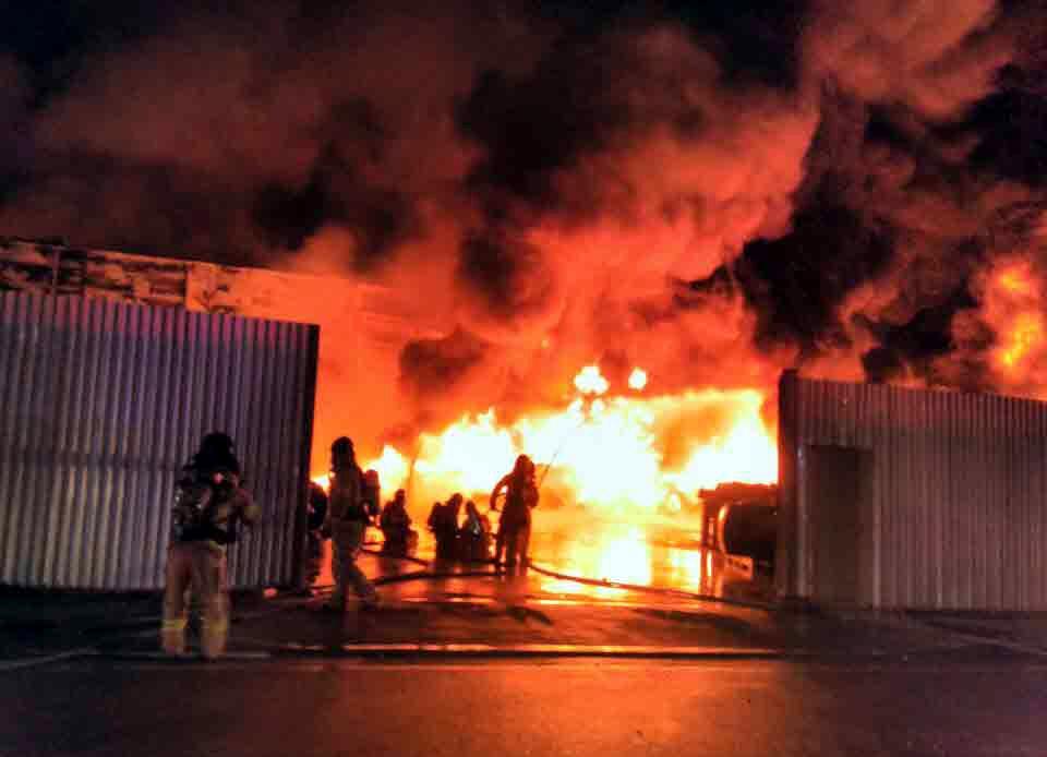 전주 폐타이어 재생공장서 화재…5천700만원 피해