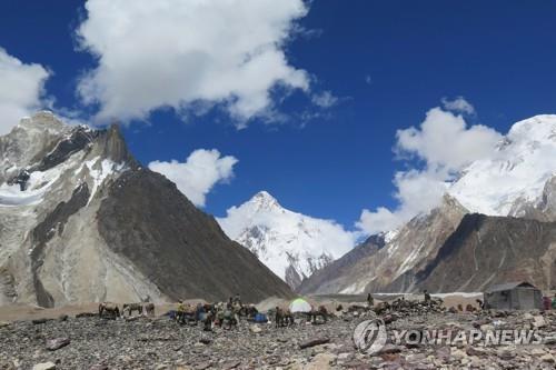 """파키스탄 당국 """"K2서 실종된 다국적 등반팀 3명 사망"""" 결론"""