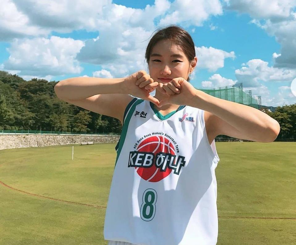 매년 출전 경기 수만큼 쌀 기부한 하나원큐의 김지영