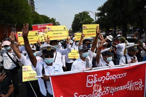 미얀마 시위 중 피격 여성 숨져…쿠데타 이후 첫 사망자(종합3보)