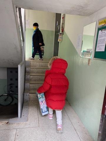 """[#나눔동행] """"나누는 기쁨은 명품백으로도 못 얻어요"""" 주부 김은진씨"""