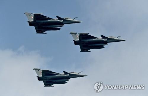 """인니 공군참모총장 """"2024년까지 F-15EX·라팔전투기 도입"""""""