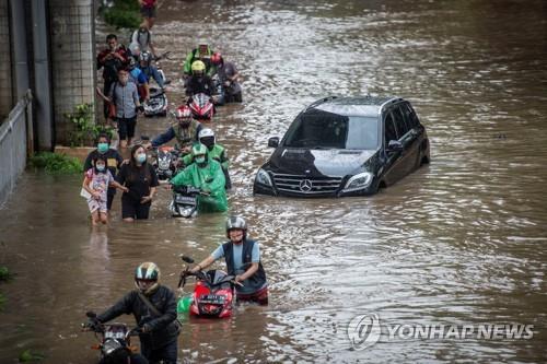인니 자카르타, 1년 만의 홍수로 5명 사망·이재민 1천700명