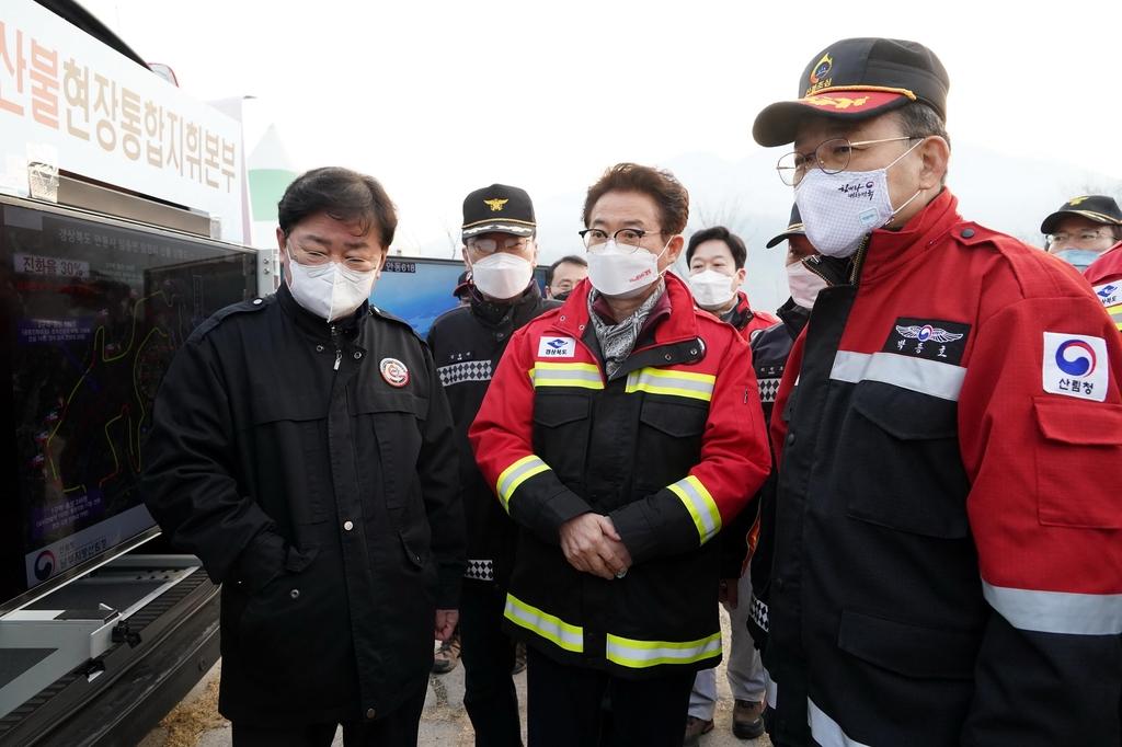 전국 5곳 동시다발 산불…산림청, 헬기 74대 동원 총력 대응