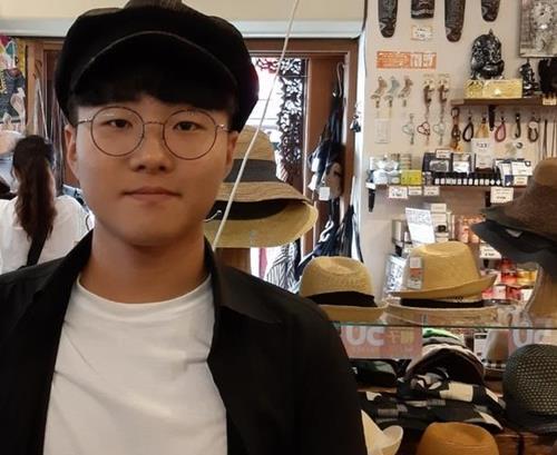 """K방역에 가려진 의료공백""…고 정유엽 부친 청와대로 행진"