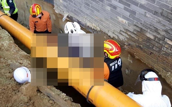 부산서 매설중인 가스 배관로에 깔려 60대 작업자 숨져