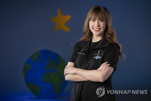 열살 때 암 극복 20대 의족 여성 첫 민간우주비행 합류
