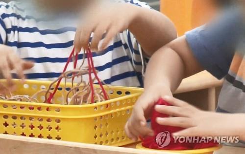 """""""코로나19 번질라"""" 영동군 어린이집 16곳 휴원"""