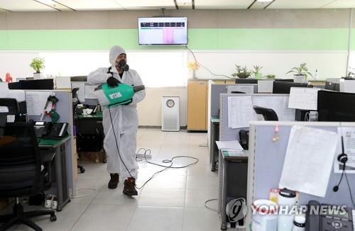 광주 라이나생명 콜센터 집단 감염…직원·가족 등 11명 확진