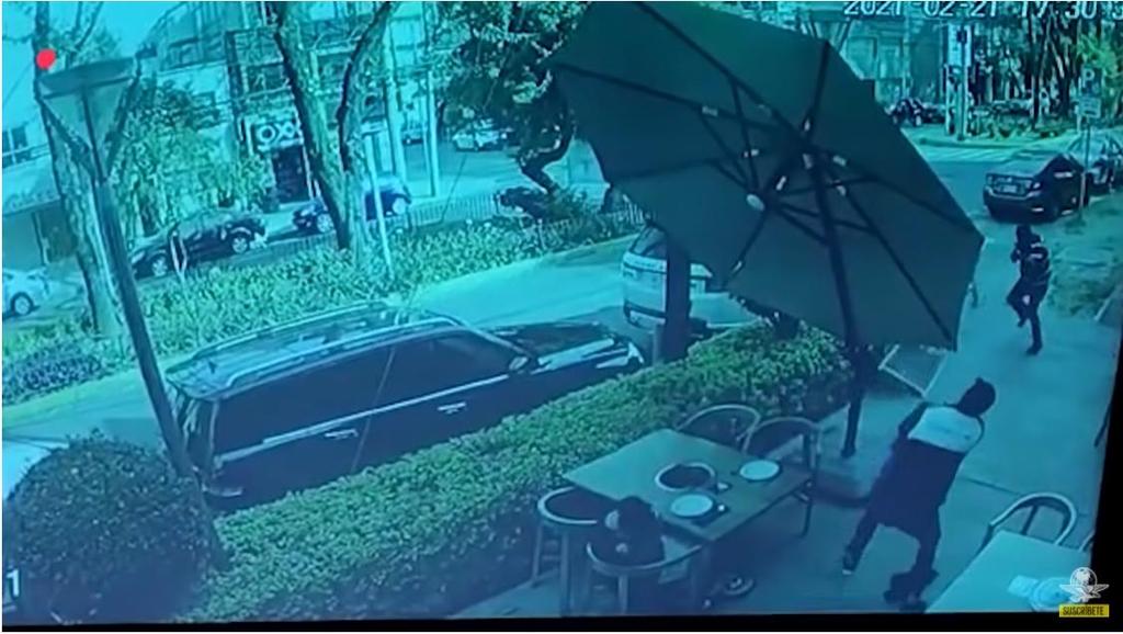 멕시코 한식당 침입한 총기 강도, 손님이 쏜 총 맞고 달아나